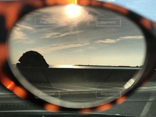 サングラス越しの景色の写真・画像素材[1145714]