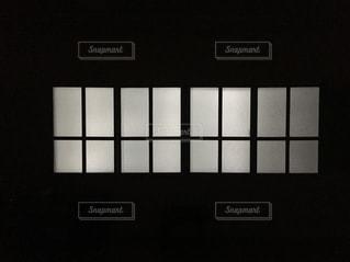 夜の窓の写真・画像素材[1662387]