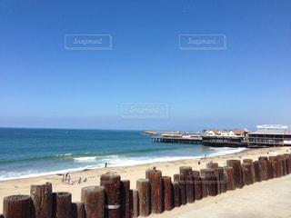 青い空と海と桟橋の写真・画像素材[1146077]