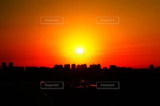 オレンジ色の夕日の写真・画像素材[1756600]