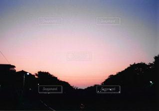 夕暮れ時の都市の景色の写真・画像素材[1044588]