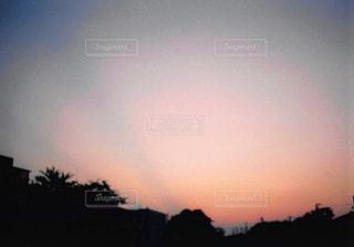 背景の夕日の写真・画像素材[1044590]