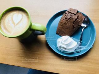 皿の上のケーキの一部の写真・画像素材[1147777]