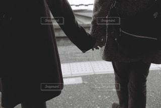 手を握るの写真・画像素材[1150223]