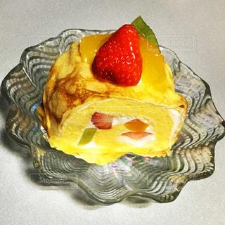 テーブルの上のケーキの一部 - No.1147930
