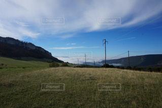 背景の山のフィールド - No.1149092
