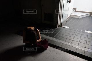 落ち込む女の写真・画像素材[1480611]