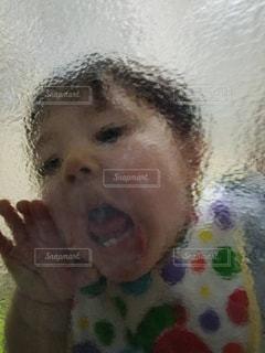 彼の口を開いて少年の写真・画像素材[1148771]