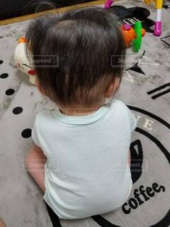 部屋に立っている小さな男の子の写真・画像素材[1149265]