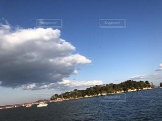 水の上の写真・画像素材[1150628]