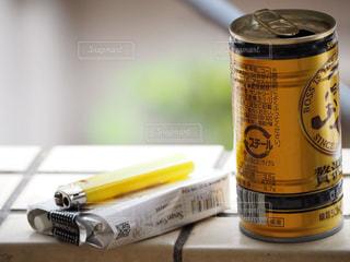 缶コーヒーと煙草の写真・画像素材[1150866]