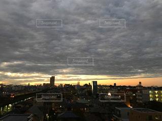 夕暮れ時の都市の景色の写真・画像素材[1149421]