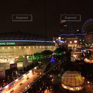 夜の東京ドームシティの写真・画像素材[1150762]