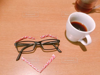 テーブルの上のコーヒー カップの写真・画像素材[1158308]