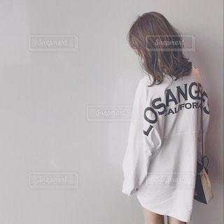 メンズのTシャツをワンピースにの写真・画像素材[1152244]