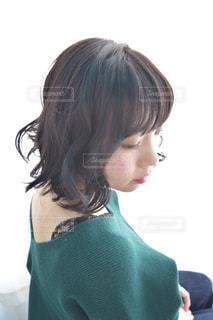 撮影している女性の写真・画像素材[1153242]