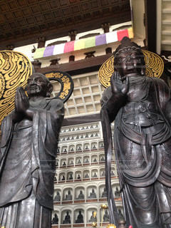 二体の仏像の写真・画像素材[1155134]