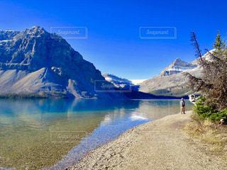 背景の山と水体の写真・画像素材[1154278]