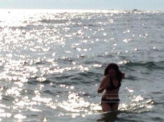 夕暮れ時の海の写真・画像素材[1237876]