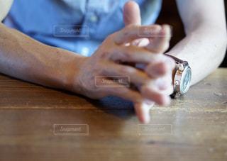 男性の手の写真・画像素材[2461222]