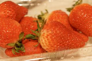 みずみずしい苺の写真・画像素材[2965745]