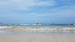 海の横にある砂浜のビーチの写真・画像素材[1155368]