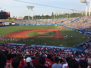 野球の試合を見ている人の大群衆 - No.1169386