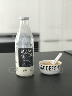 牛乳瓶の写真・画像素材[1155684]
