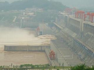 放水中の三峡ダムの写真・画像素材[1240231]