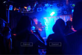 ステージ上のギタリストの写真・画像素材[1234386]