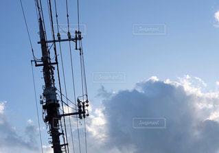青空と雲と電柱のある風景の写真・画像素材[1342355]