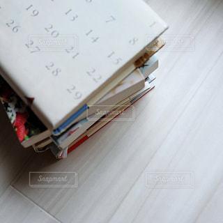 重ねた本の山の写真・画像素材[1355343]
