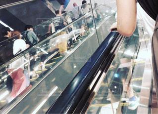 ショッピングモールのエスカレーターの写真・画像素材[1438186]