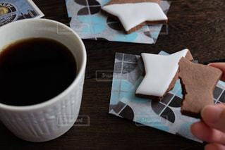 テーブルの上のコーヒーの写真・画像素材[2214709]