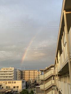 団地にかかる虹の写真・画像素材[4807238]