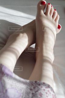 光と足の写真・画像素材[1198909]