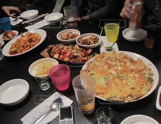 韓国料理屋さんでパーティーの写真・画像素材[1163136]