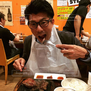ステーキを食べるの写真・画像素材[1159549]