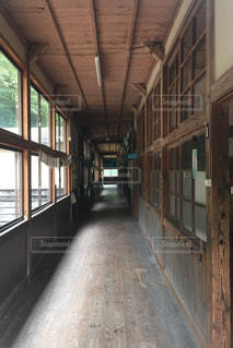 廃校の廊下の写真・画像素材[1160487]