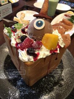 皿にデザートのケーキ - No.1162267