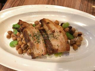 肉と野菜をトッピング白プレート - No.1162275