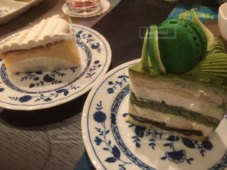 皿の上のケーキの一部 - No.1162289