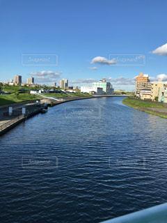 水の体の上の橋 - No.1162332