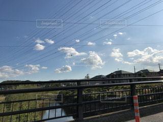 フェンスを越えて長い橋 - No.1163420