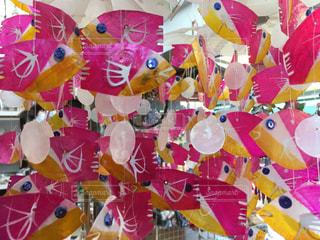 カラフルな魚の飾りの写真・画像素材[1162576]
