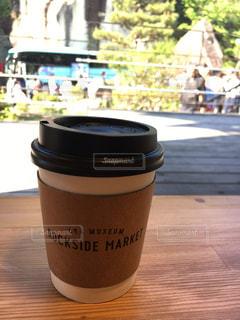 テーブルの上のコーヒー カップの写真・画像素材[1165294]