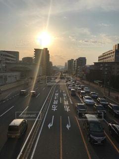 都会の長い道のりの写真・画像素材[2111074]