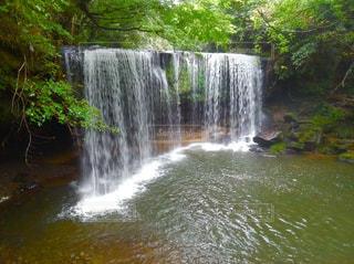 ドローンで撮影した鍋ヶ滝の写真・画像素材[1610057]