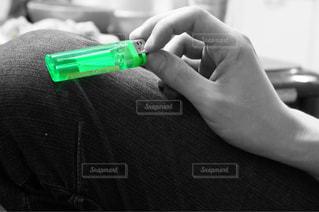 ライターを持つ手の写真・画像素材[1164320]