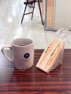サンドイッチとコーヒーの写真・画像素材[1176505]